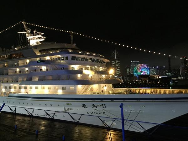 大桟橋から見るASUKAⅡとみなとみらいの夜景