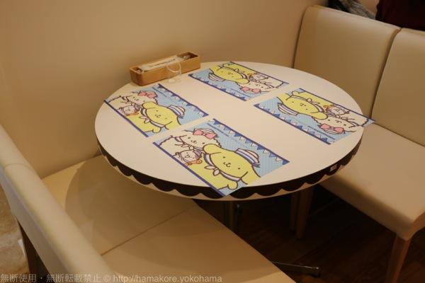 ポムポムプリンカフェ テーブル