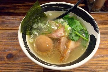 横浜駅「麺場 浜虎」長年愛され続ける大人気ラーメン店