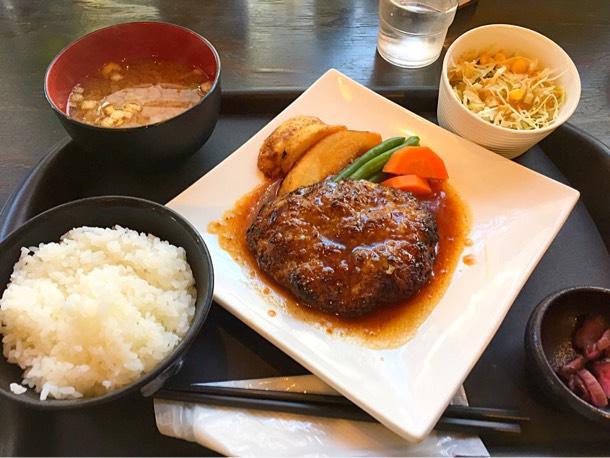 国産牛手ごねハンバーグ定食 980円