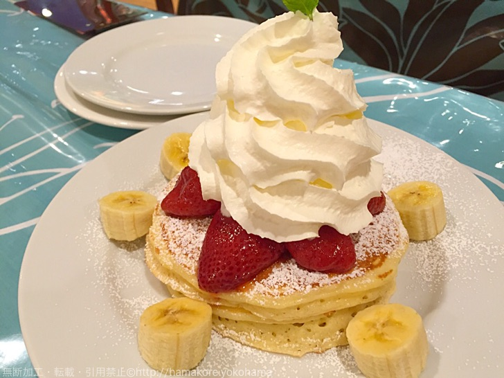 生クリーム山盛りパンケーキ