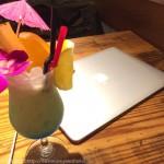 横浜駅 ハワイテイストな電源カフェ「&RRainbow」はパソコン作業が快適