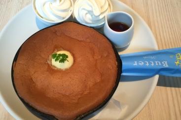 高級発酵バター使用!横浜ベイクォーター「バター」の窯出しスフレパンケーキは新食感