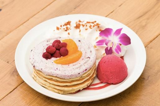 エッグスンシングス 横浜山下公園店が4周年アニバーサリーパンケーキを発売