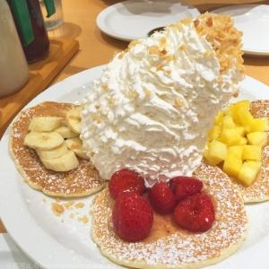 エッグスンシングス 横浜山下公園の行列を避けるなら夜が良い!夜限定パンケーキも