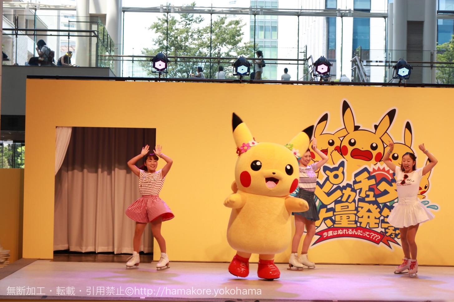 ピカチュウのステージショー「スマイル!スマイル!スマイル!」で踊るピカチュウ