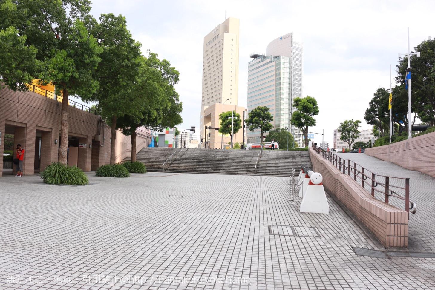 水陸両用バスの乗り場 日本丸メモリアルパークそば
