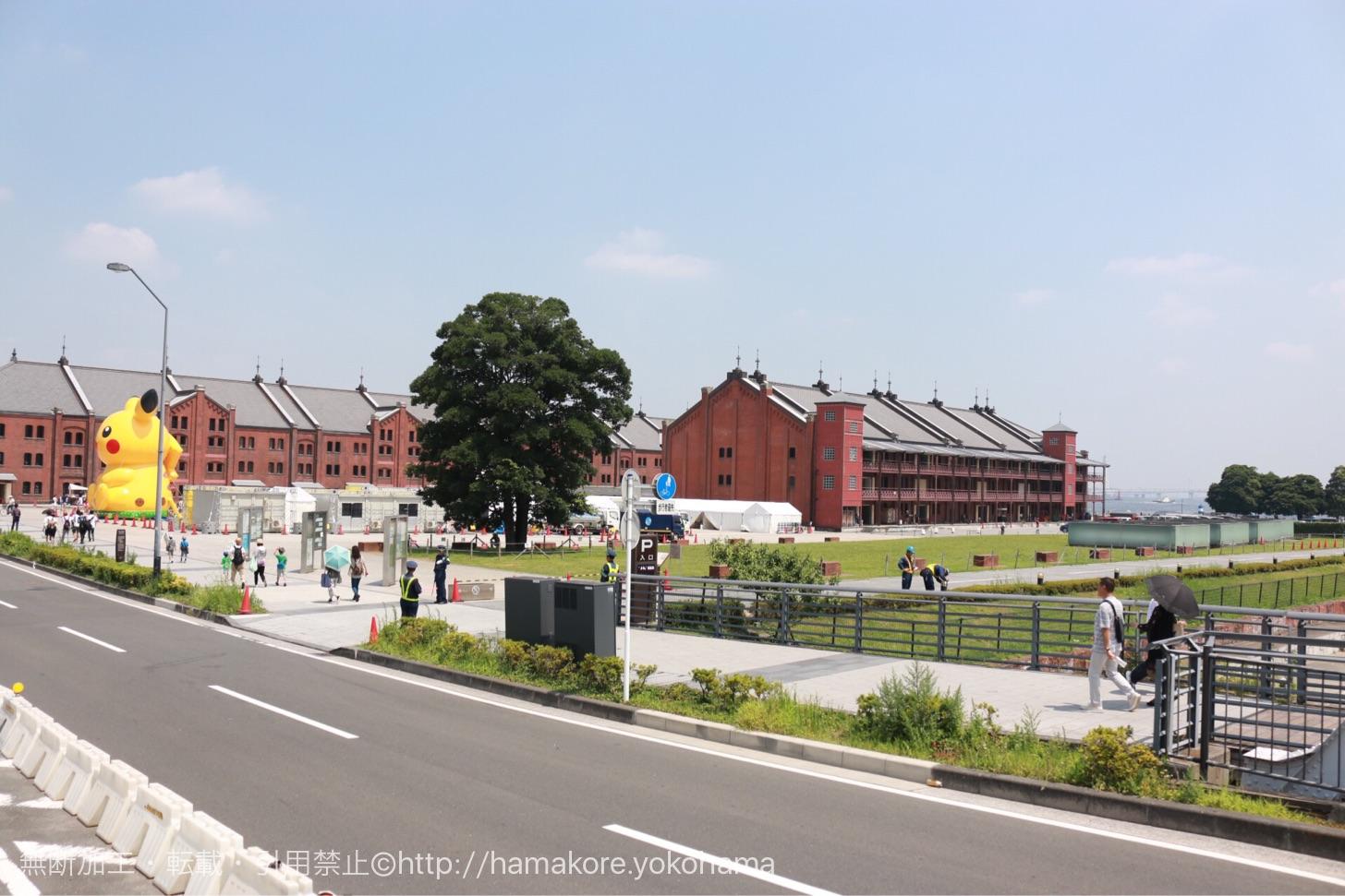水陸両用バス「スカイダック」から見た横浜赤レンガ倉庫