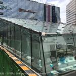 横浜駅西口 バスターミナル前(交番横)にガラスの建物が出現!ジョイナス地下に繋がるのか!?