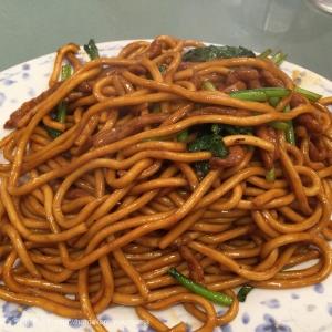 横浜中華街「萬来亭」の製麺所オリジナルの麺を使用した上海焼きそばが人気!