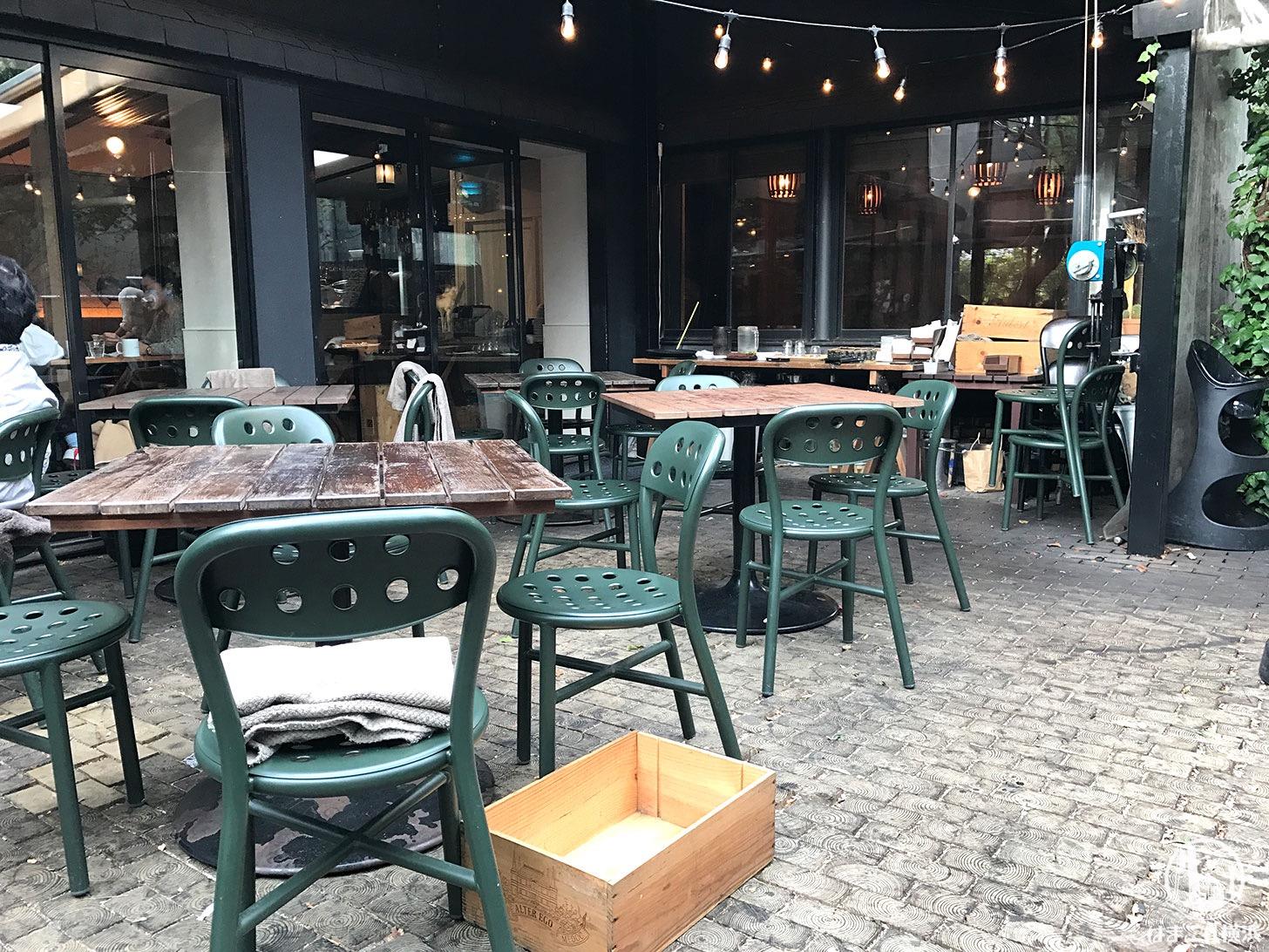 鎌倉「ガーデンハウス」テラス テーブル席