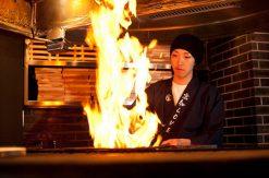わら焼き専門店「わらやき屋」が横浜駅に誕生!かつおのたたきを藁の炎で
