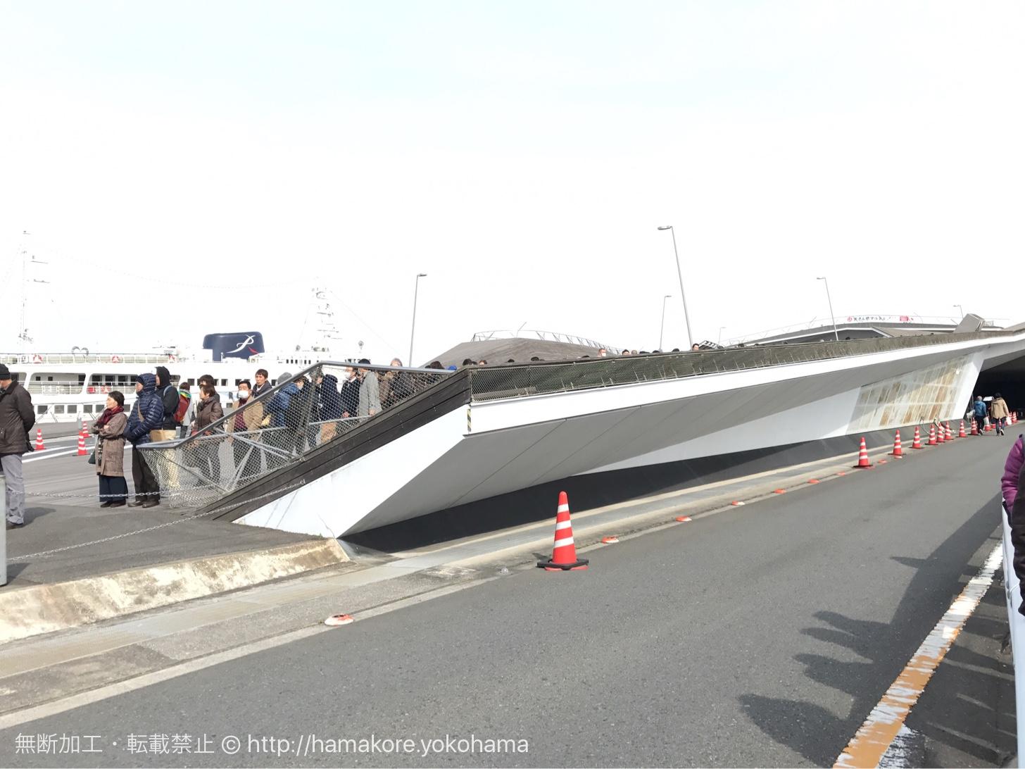 大さん橋マルシェ 開場前にできた行列