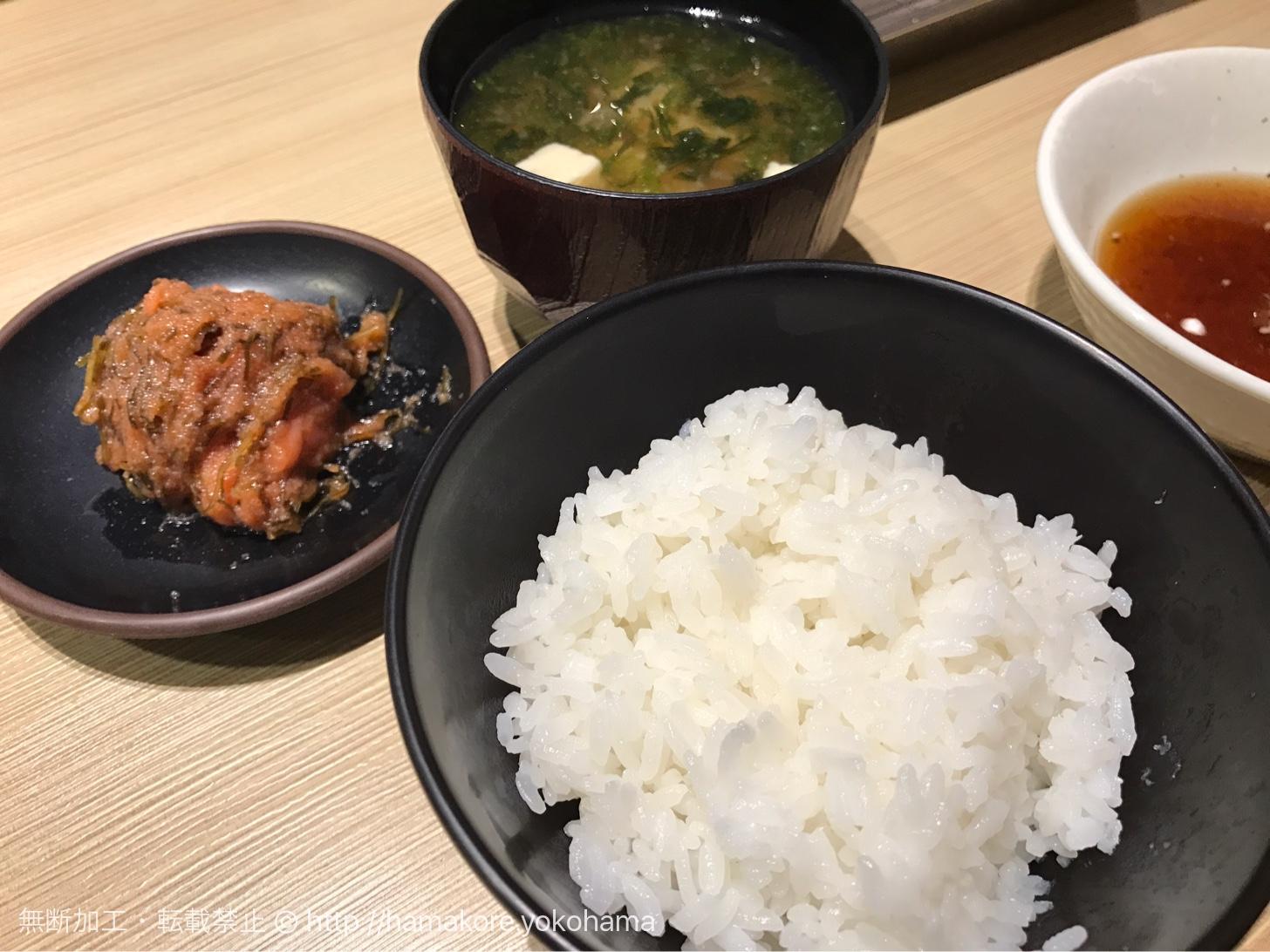 ご飯と味噌汁、天ぷら7種類(豚肉・海老・魚介2種・野菜3種)の入った「たかお定食」