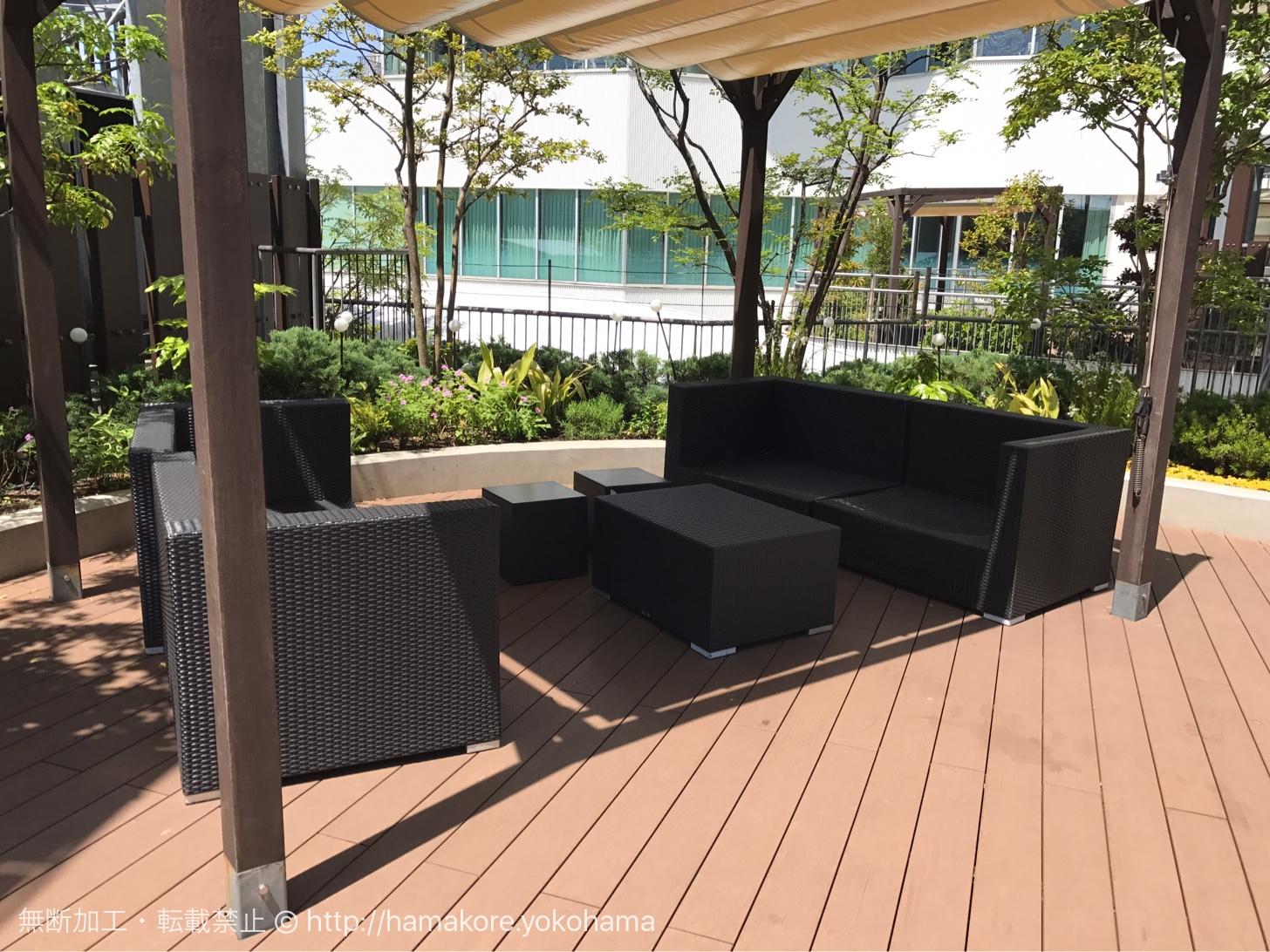 横浜ベイクォーター ベイガーデンのベンチ