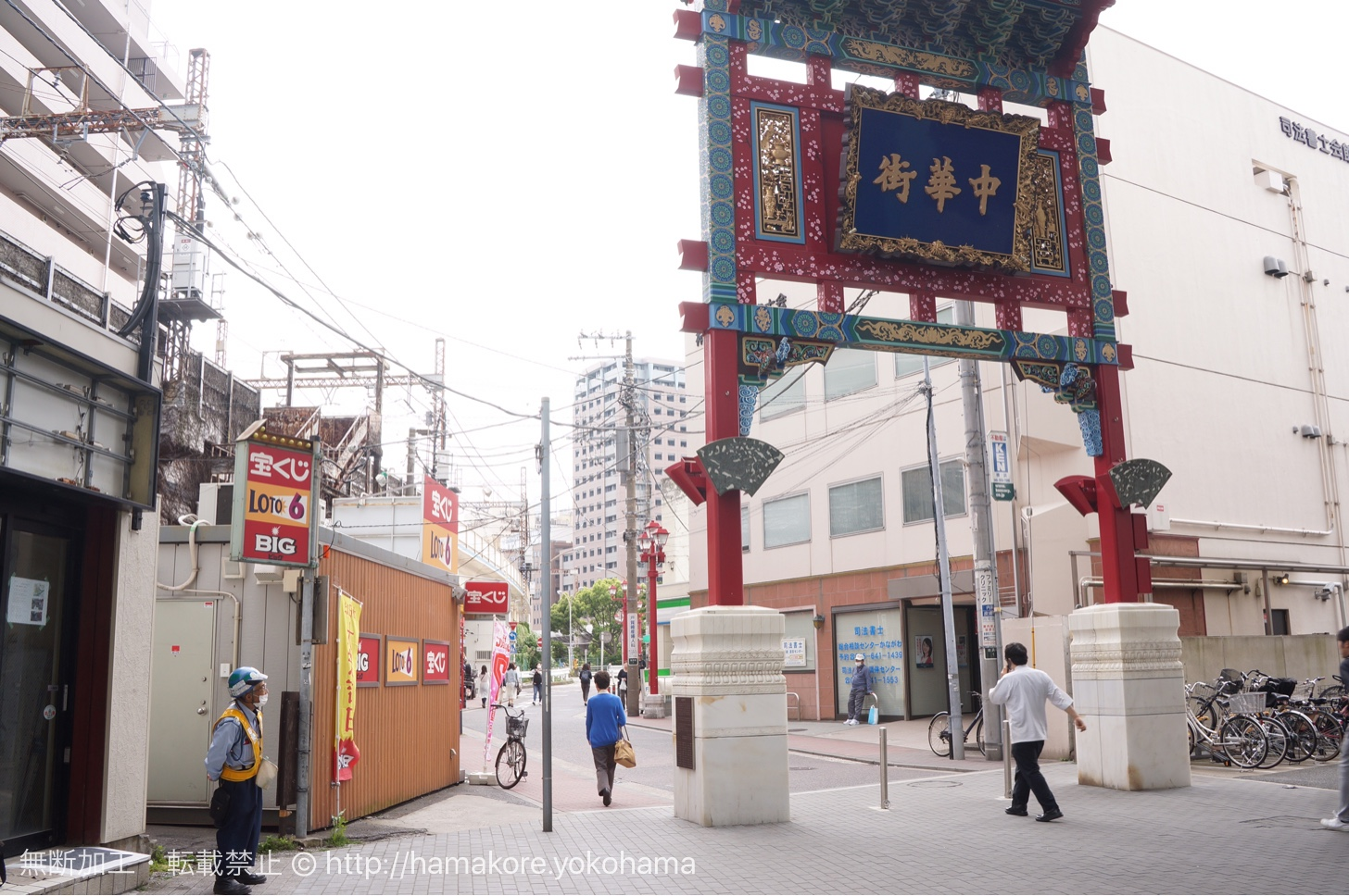 石川町駅の中華街の門