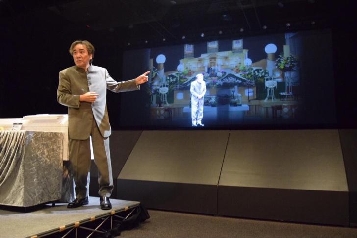 横浜駅 DMM VR THEATREで「コワイコエ 稲川淳二のお葬式」が開催中!VRと怪談の恐怖の融合