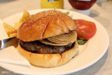 横浜・山下公園「シナモンズ」の朝食で食べたハンバーガーは肉の旨み広がる本格バーガー!