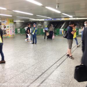 横浜駅西口 中央通路から地上に続く階段が工事のため封鎖!案の定大混雑に…