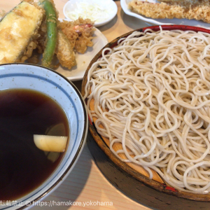 横浜の老舗そば店「角平」はランチ前から大繁盛!人気の豪快海老天を食べてきた