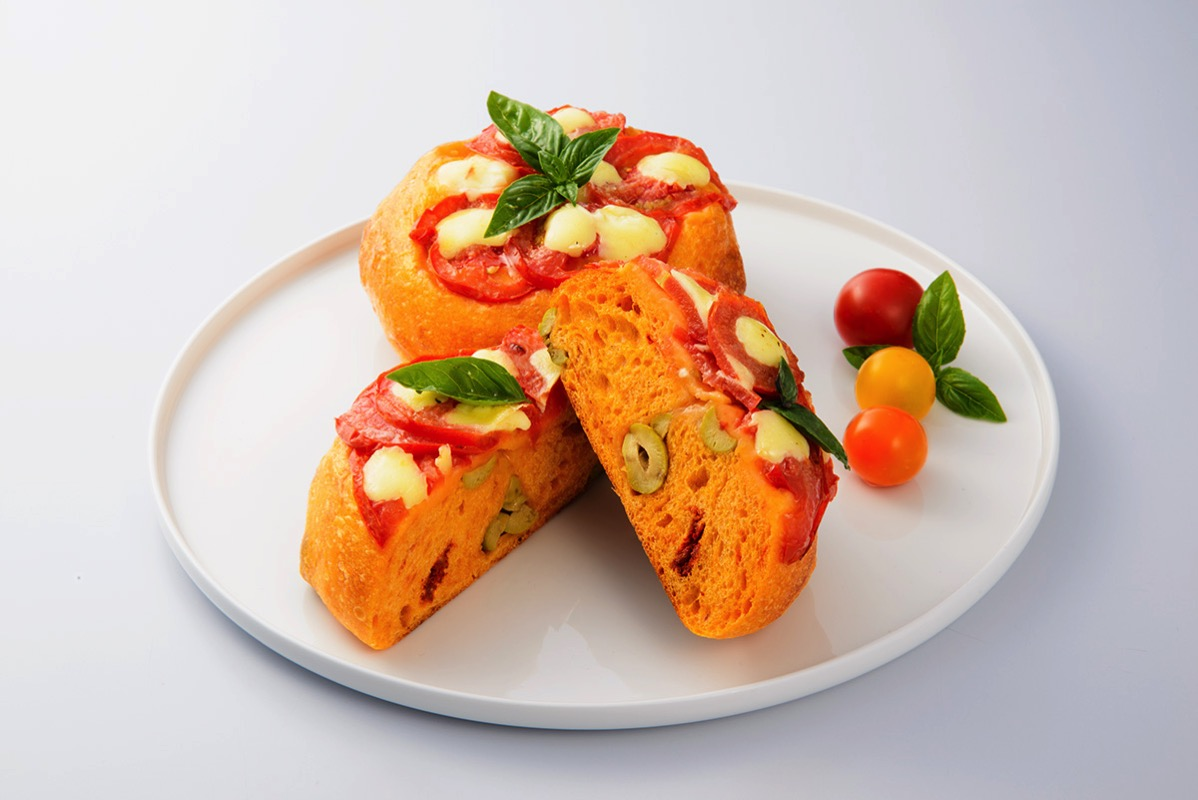 ブレドール「トマトとレモンオリーブ」1個380円(税込)