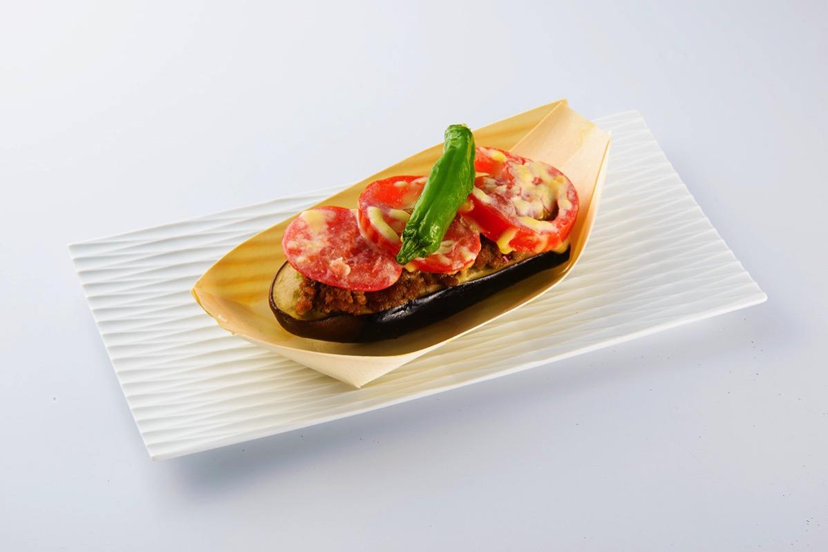 まつおか「ラウンドレッドと茄子のピリ辛肉味噌チーズ焼」1個432円(税込)