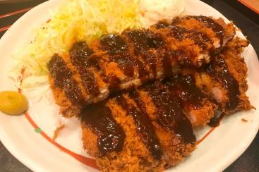 横浜駅西口「鳥良商店」のランチがボリューム満点で安い!チキン味噌カツ定食で満腹