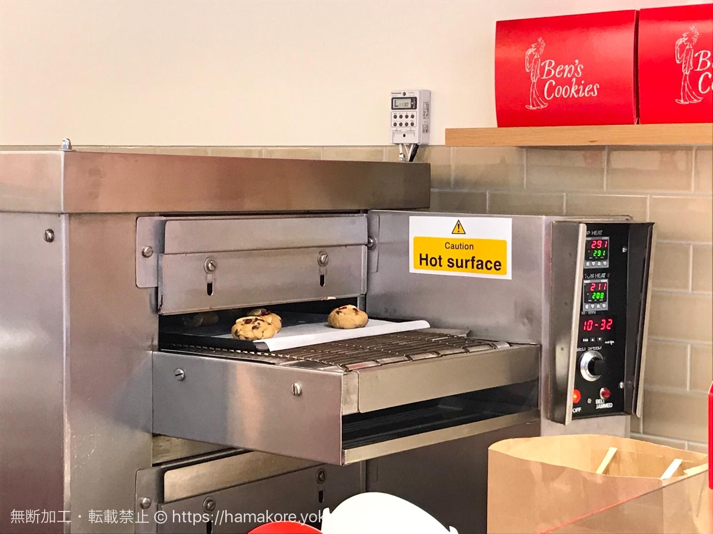 ベンズクッキー 日本大通り店 焼き上げ中のクッキー
