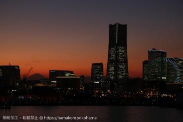 幸運!大さん橋から見た富士山がみなとみらいの景観に入り込み綺麗すぎ