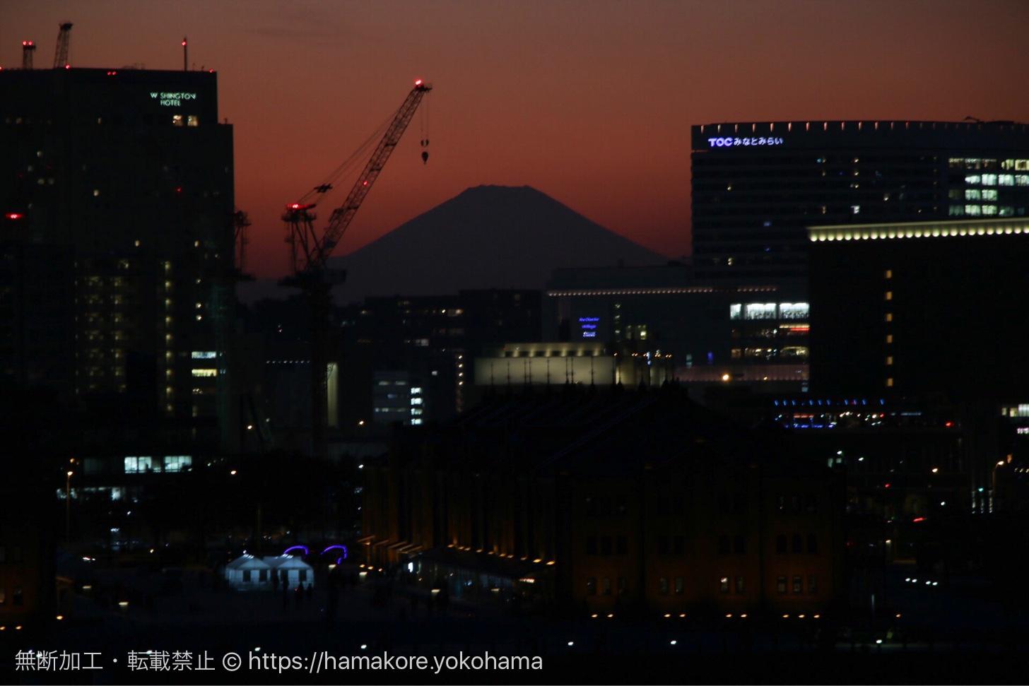 富士山とみなとみらいのビル群