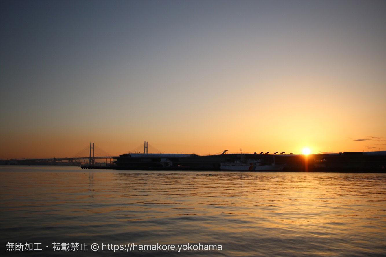 朝日と大さん橋