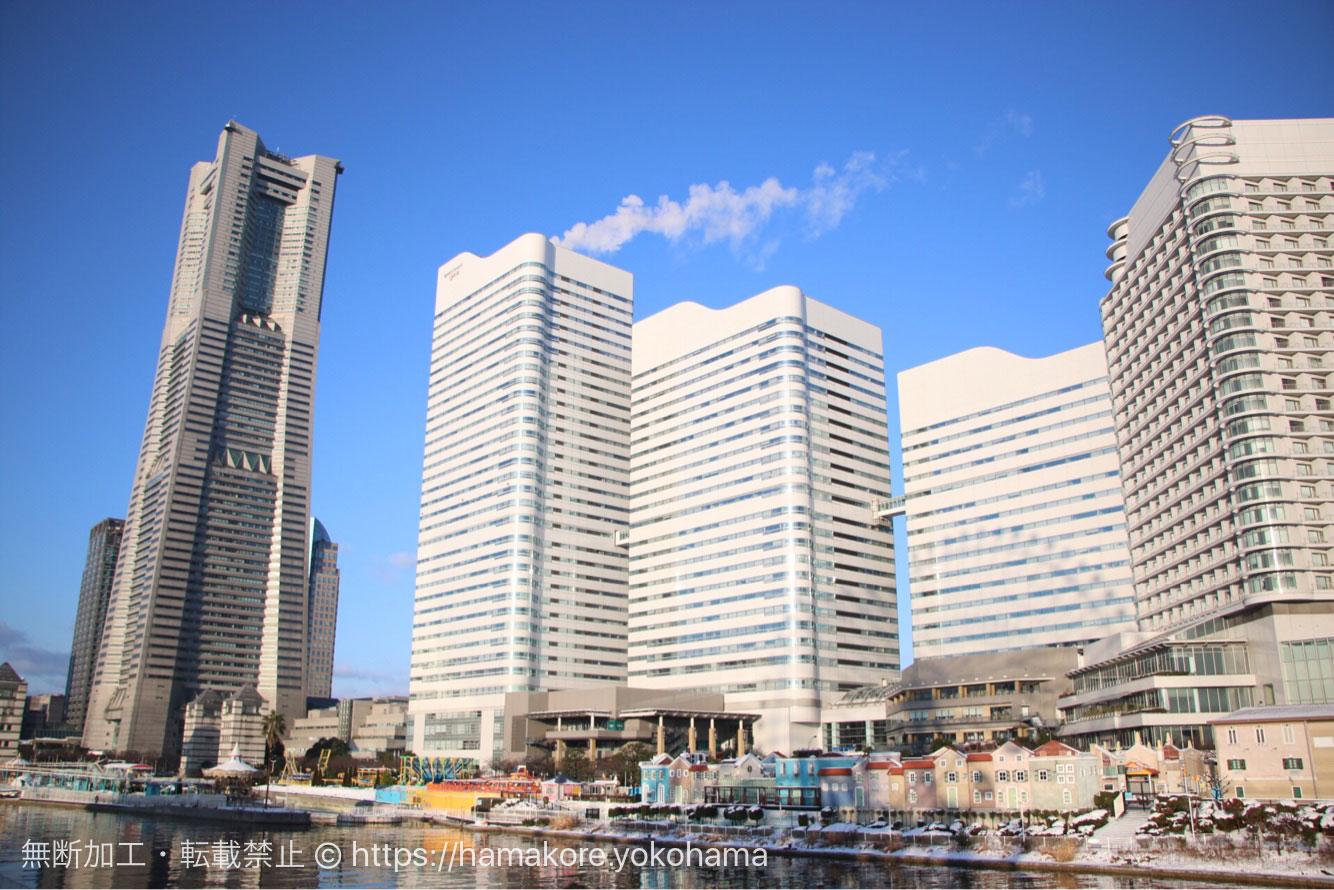 横浜ランドマークタワーと雪