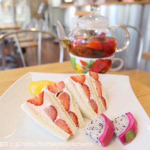 横浜水信で期間限定「いちごサンド」を軽食に、桜木町駅直結カフェで便利!