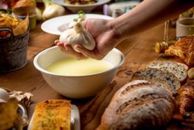 世界初のブラックブッラータチーズの商品化