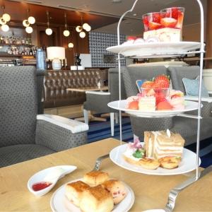 ホテルラウンジ「マリンブルー」で人気アフタヌーンティー体験!横浜 インターコンチネンタルホテル