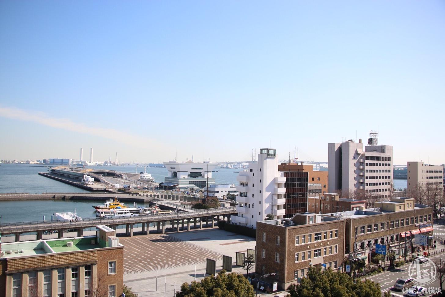 神奈川県庁本庁舎(キングの塔)展望台から見た横浜港