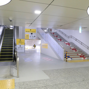 横浜駅西口 中央自由通路とジョイナス地下街を繋ぐ仮地下通路が開通!馬の背解消へ