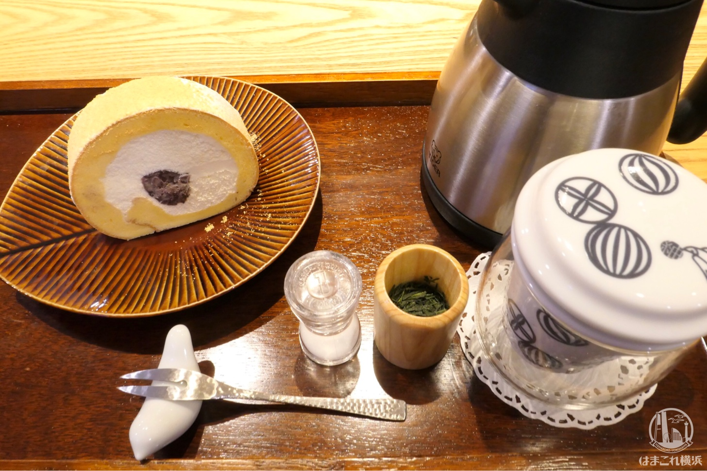 堂島あずきロールと日本茶