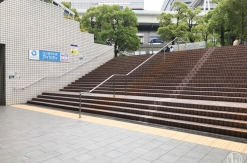 横浜駅東口 中央通路と駅前広場を繋ぐ階段にエスカレーター新設決定!