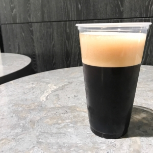 コーヒースタイルUCC 横浜 泡コーヒー「アイスブリュードコーヒー」は口当たり良い新感覚コーヒー