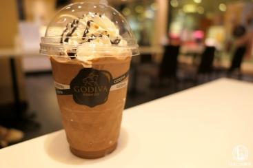 横浜のゴディバ ランドマーク店、カフェ併設で広々快適!ショコリキサー初体験