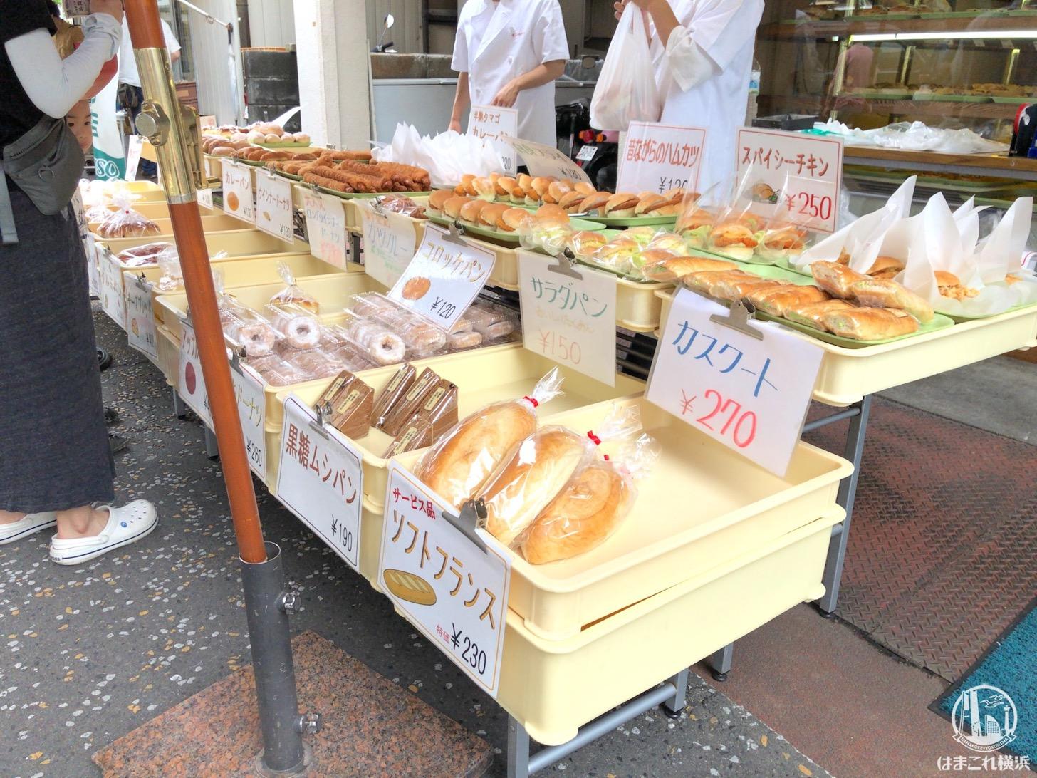 サン・ペルル 店頭に並ぶパン