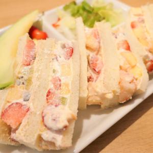 横浜「果実園リーベル」モーニングのパンケーキとフルーツサンドがフルーツ盛り盛りでお得!