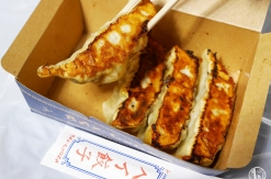 横浜スタジアムの「ベイ餃子」焼き立てはもちろん冷めても美味!さすが江戸清