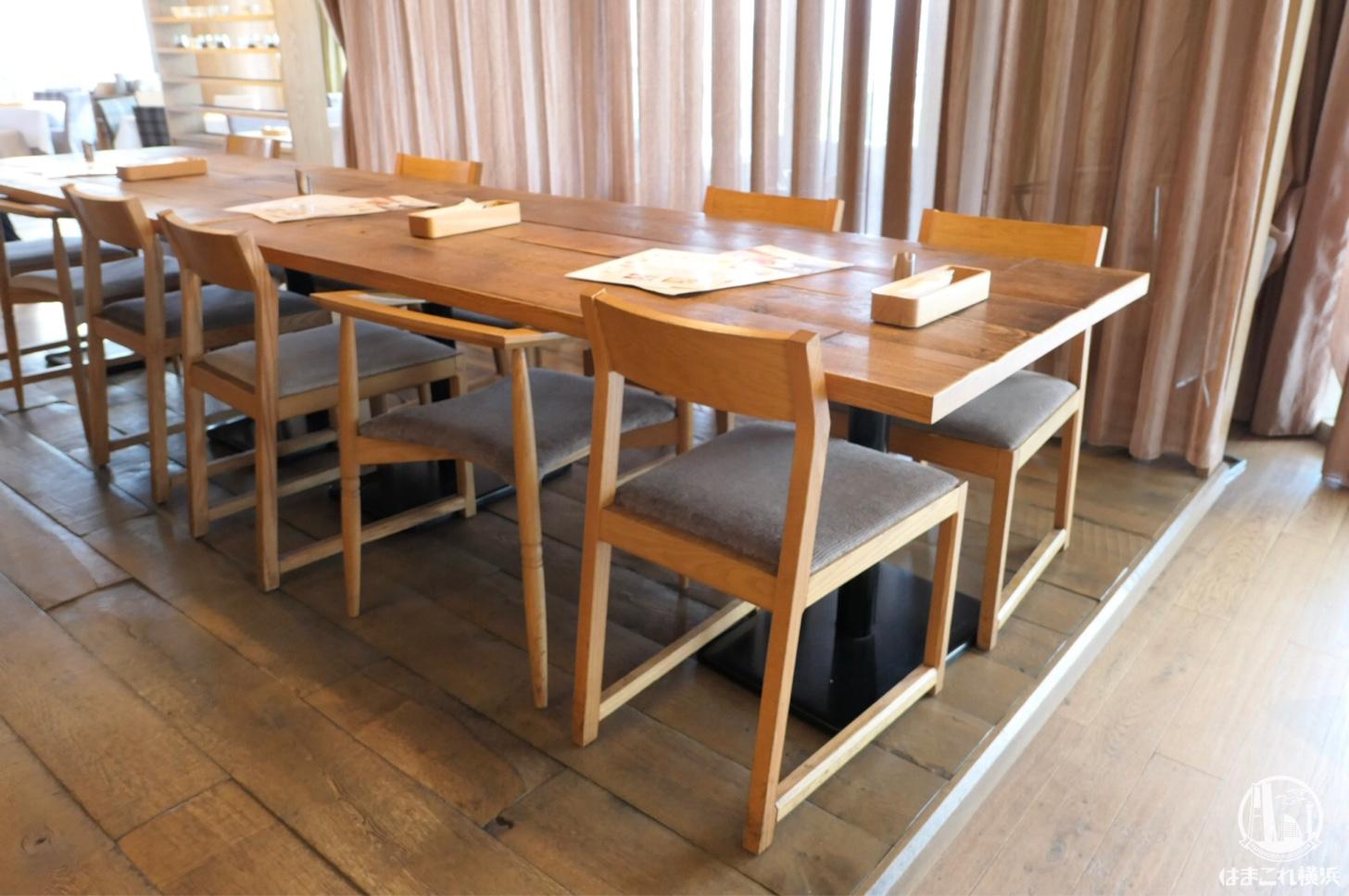 グループ向けの長テーブル