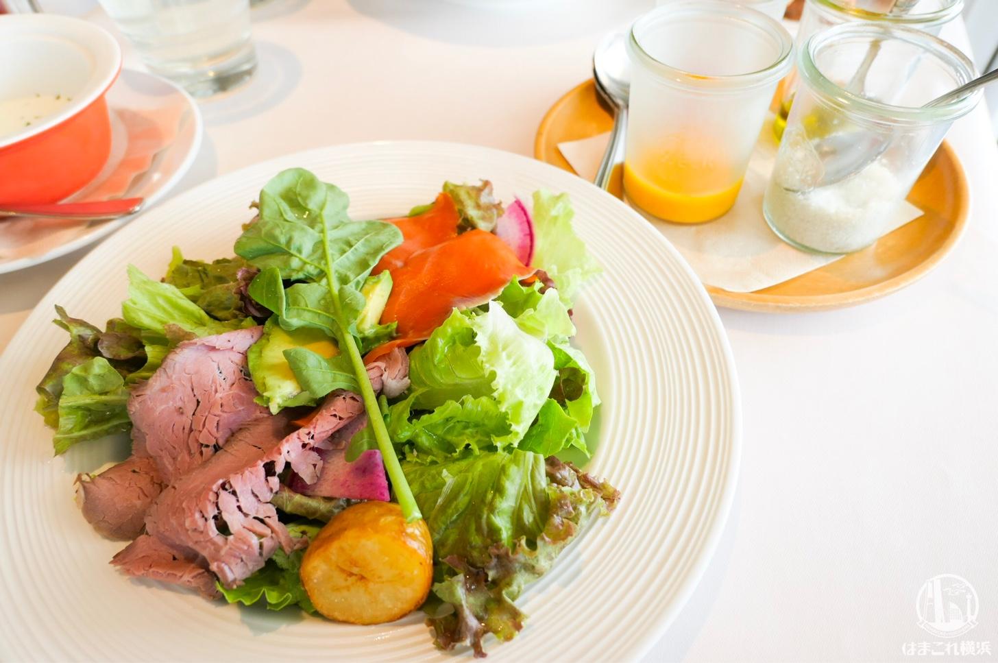 いろいろなドレッシングで食べるサラダプレート