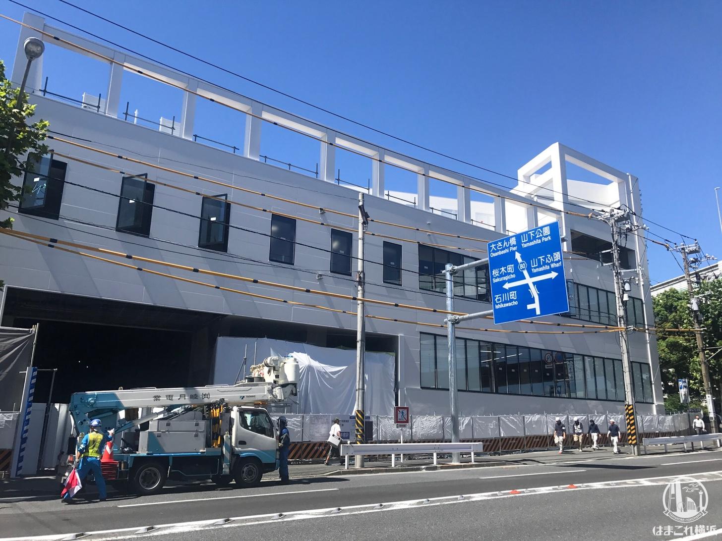 港側の道路から見た新施設