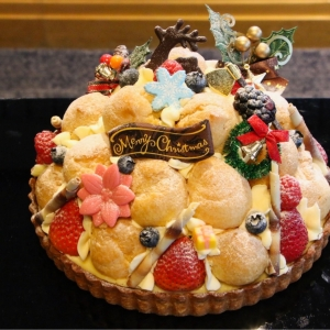 2018年 ホテルニューグランドからプチシューを使った可愛すぎるクリスマスケーキ登場!