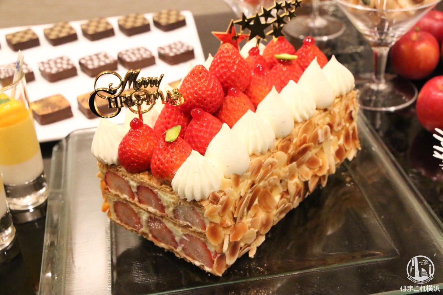 横浜ベイシェラトン ホテル、リース型やナポレオンなどクリスマスケーキお披露目!