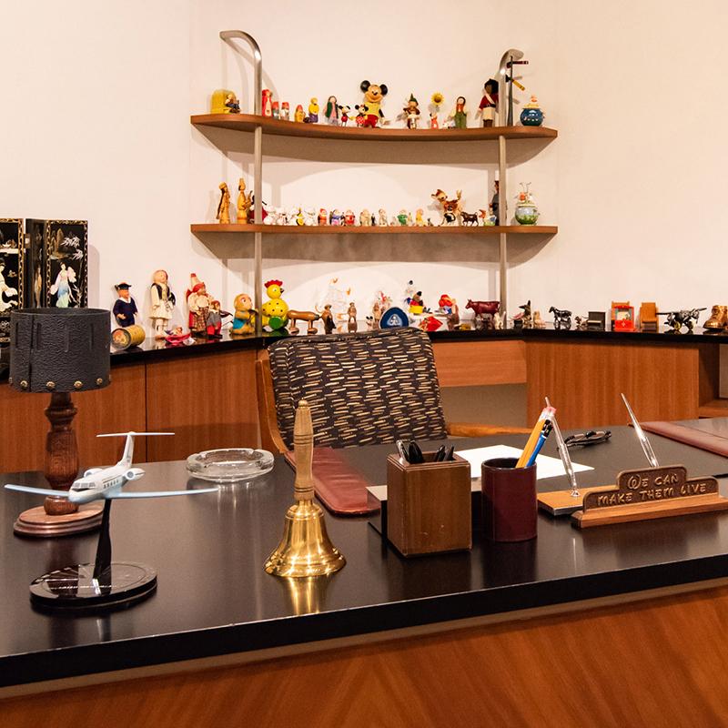 ウォルト・ディズニーが在りし日に使用した仕事場を細部にわたって再現 ©Disney
